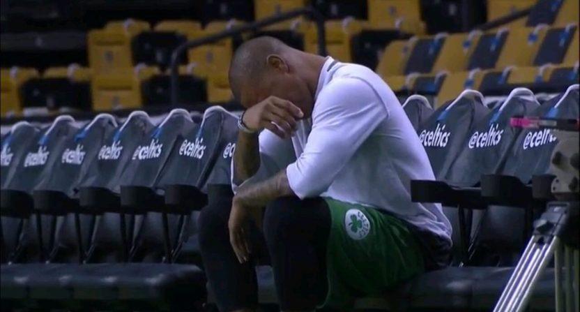isaiah-thomas-crying.jpg